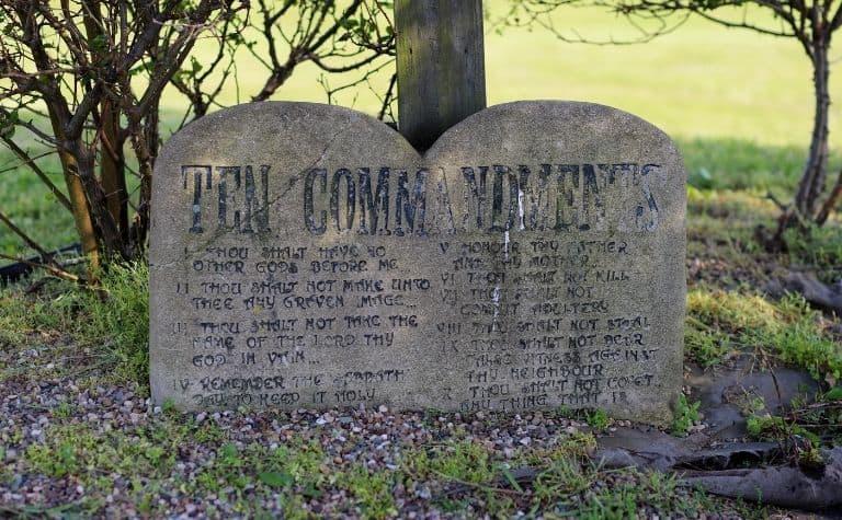 10 commandments tablets